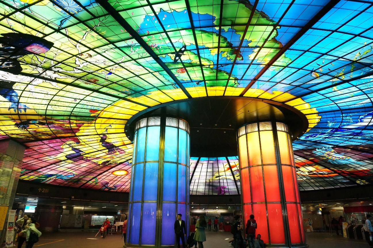 高雄にある世界で2番目に美しい美麗島駅とは?