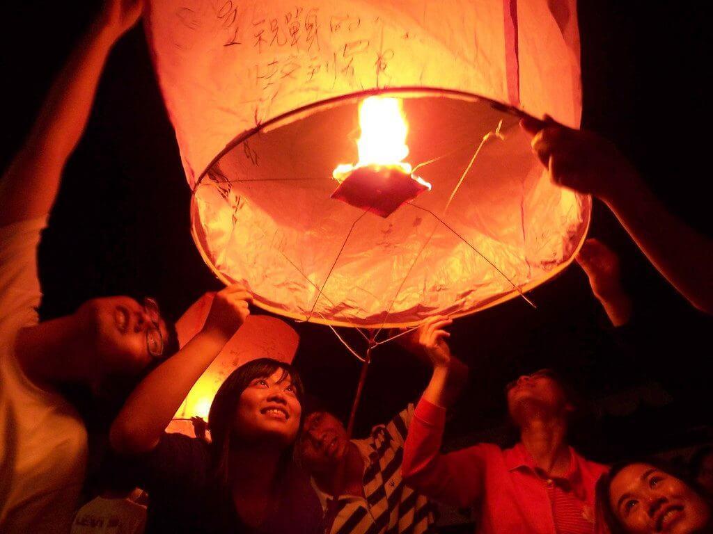 台湾 ランタン 祭り