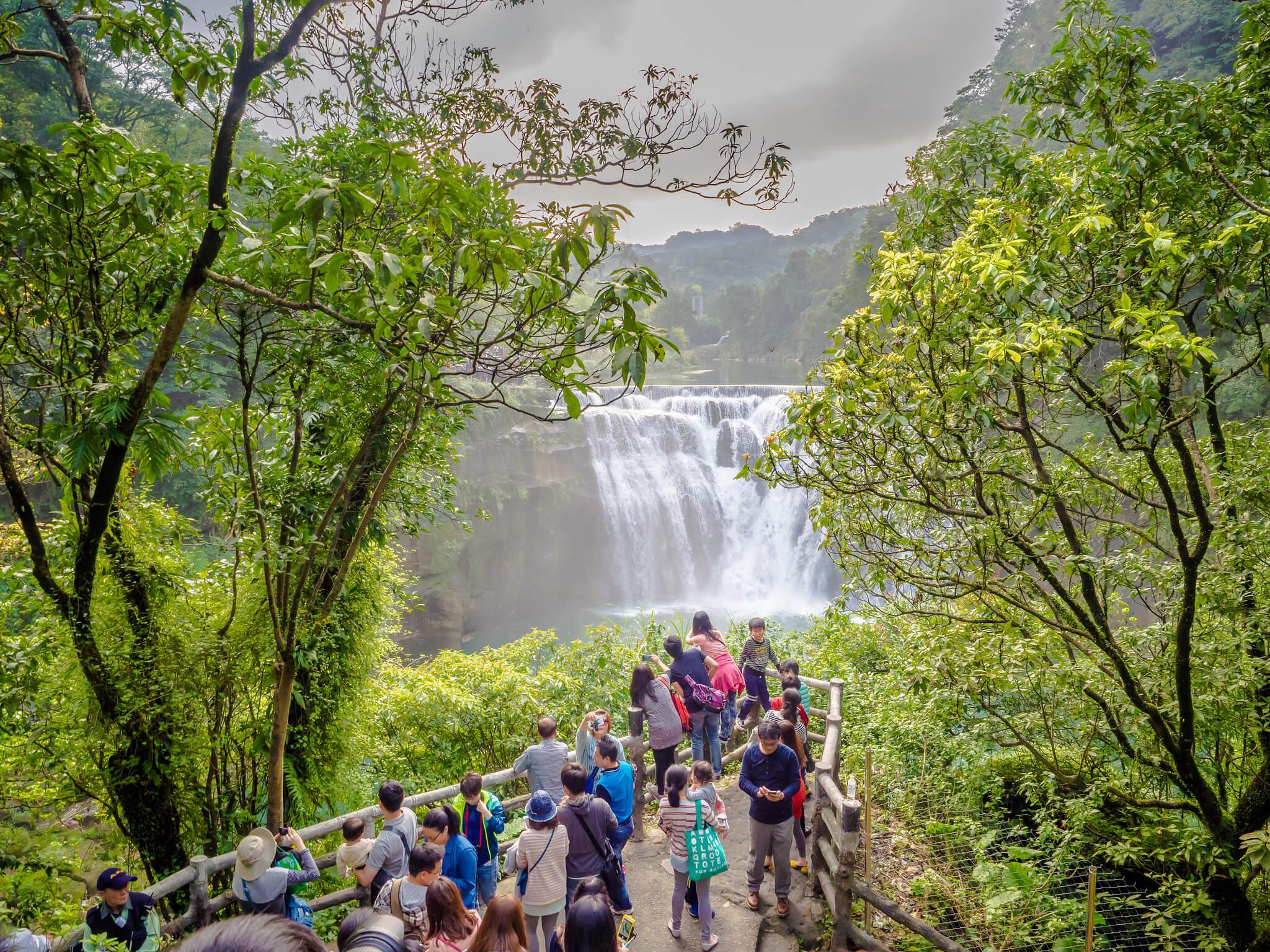 台湾のナイアガラ「十分瀑布」とは!?